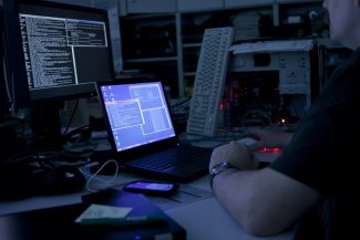 Топ 5 самых гениальных и известных хакеров 9 - lenium.ru