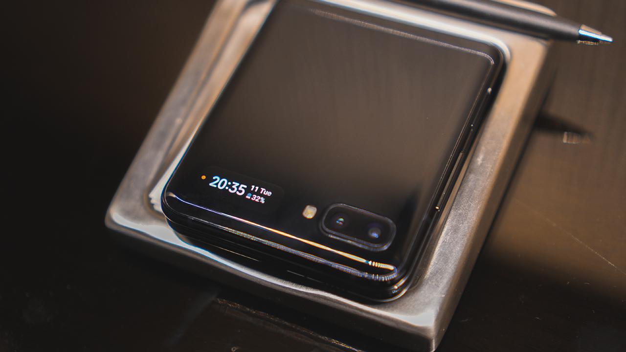 Раскладной Samsung Galaxy Z Flip и сравнение с Motorola RAZR 11 - lenium.ru