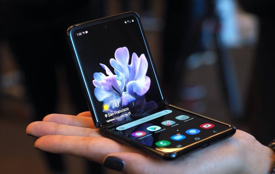 Раскладной Samsung Galaxy Z Flip и сравнение с Motorola RAZR 3 - lenium.ru