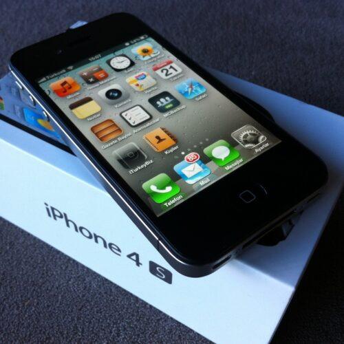 iPhone 4S - 2011